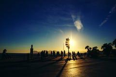 Tramonto con i toni dorati & chiarore del sole a Cannes Croisette Fotografia Stock Libera da Diritti