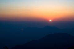 Tramonto con la montagna Fotografie Stock Libere da Diritti