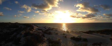 Tramonto Coral Bay Panorama fotografia stock