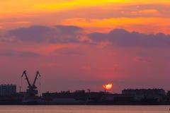 Tramonto costiero del fiume, Astrachan', Russia fotografia stock libera da diritti