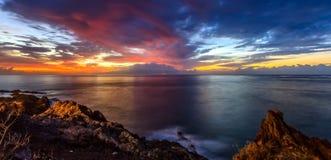 Tramonto costiero spettacolare, Los Gigantes Immagini Stock