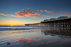 Tramonto a Crystal Pier in spiaggia pacifica, San Diego, California Immagine Stock