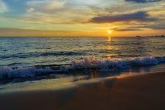 Tramonto dalla spiaggia Fotografia Stock