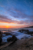Tramonto dalla spiaggia di stato di Aliso in Laguna Beach California Fotografia Stock