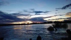 Tramonto dei vicfalls del fiume Zambezi Fotografie Stock Libere da Diritti