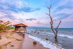 Tramonto del Burundi Bujumbura il lago Tanganica immagini stock libere da diritti