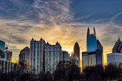Tramonto del centro di Atlanta con le costruzioni nella priorità alta Immagine Stock Libera da Diritti
