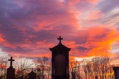 Tramonto del cimitero Fotografie Stock