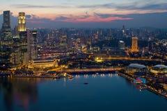 Tramonto del Esplanade della baia del porticciolo dell'orizzonte di Singapore Immagine Stock