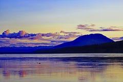 Tramonto del fiume di Liard in Territori del Nord Ovest del ` s del Canada Fotografie Stock