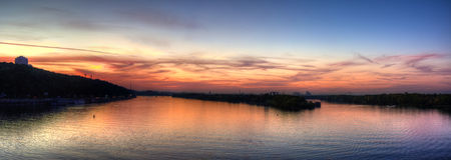 Tramonto del fiume - pesca di tramonto Immagini Stock