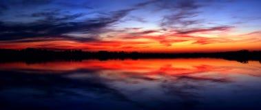 Tramonto del lago Fotografie Stock Libere da Diritti