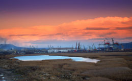 Tramonto del lago varna del porto della zona industriale Fotografia Stock Libera da Diritti