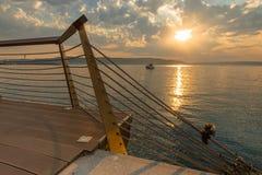 Tramonto del mare sul mare di Marmara, porticciolo di Canakkale, Turchia Immagini Stock