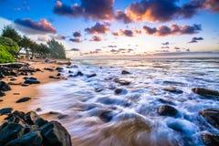 Tramonto del nord delle Hawai della riva Immagine Stock Libera da Diritti