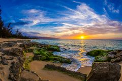 Tramonto del nord delle Hawai della riva Fotografia Stock