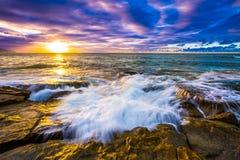 Tramonto del nord delle Hawai della riva Immagini Stock