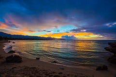 Tramonto del nord delle Hawai della riva Immagini Stock Libere da Diritti