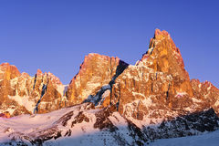 Tramonto del paesaggio della montagna della neve di inverno Fotografia Stock Libera da Diritti