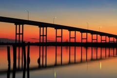 Tramonto del ponte di traghetto di Pungo Fotografie Stock