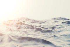 Tramonto del primo piano dell'onda del mare, oceano, vista di angolo basso, incrocio che elabora effetto Fuoco duro con il fuoco  Fotografie Stock Libere da Diritti
