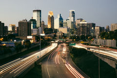 Tramonto dell'orizzonte della città di Minneapolis Immagini Stock