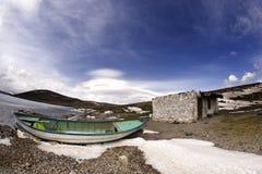 Tramonto della barca e del lago immagine stock libera da diritti