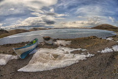 Tramonto della barca e del lago immagini stock