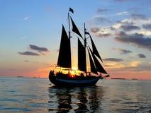 Tramonto della barca a vela a Key West immagini stock libere da diritti