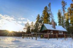 Tramonto della cabina della foresta nazionale della gallatina Fotografia Stock