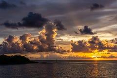 Tramonto della costa di golfo di Florida dopo un temporale di sera fotografie stock