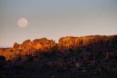 Tramonto della luna piena fotografia stock