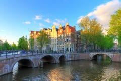 Tramonto della molla di Amsterdam del canale fotografie stock libere da diritti