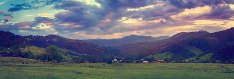 Tramonto della montagna carpatica Fotografia Stock