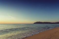 Tramonto della spiaggia del mare Fotografie Stock Libere da Diritti