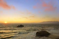Tramonto della spiaggia dell'oceano a San Francisco Fotografia Stock