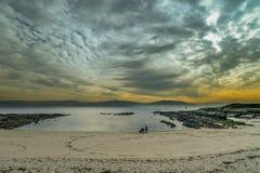 Tramonto della spiaggia in Galizia, Spagna Fotografia Stock Libera da Diritti
