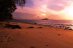 Tramonto della spiaggia in Tailandia Immagine Stock
