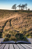 Tramonto di autunno di concetto del libro sopra il paesaggio della campagna Fotografie Stock