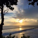 Tramonto di Bali un giorno nuvoloso Fotografia Stock Libera da Diritti