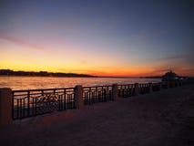 Tramonto di Buitiful a Kostroma sulla riva di Volga Fotografia Stock