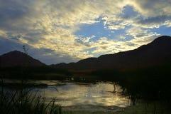 Tramonto di California con le nuvole arancio luminose Fotografia Stock Libera da Diritti