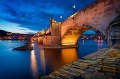 Tramonto di Charles Bridge, Praga, repubblica Ceca Immagini Stock Libere da Diritti
