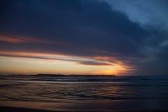 Tramonto di Colorfull alla spiaggia di Somo Fotografia Stock Libera da Diritti