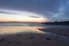 Tramonto di Colorfull alla spiaggia di Somo Fotografia Stock