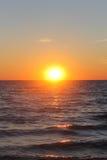 Tramonto di estate sotto il mare Fotografie Stock Libere da Diritti
