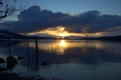 Tramonto di inverno sul Loch Rannoch immagine stock
