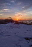 Tramonto di inverno sul mare fotografia stock
