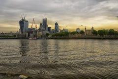 Tramonto di Londra del centro finanziario fotografie stock