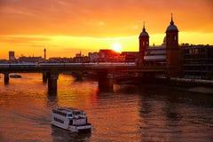 Tramonto di Londra a Tamigi con la st Paul Pauls Fotografia Stock